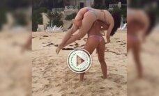 Pritūpimai dar niekada neatrodė taip gerai: mergaitės paplūdimyje paišdykavo