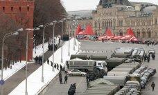 Maskvoje stoviniuoja dešimtys sunkvežimių sulaikytiesiems vežti, centrinės miesto aikštės atkirstos omonininkų