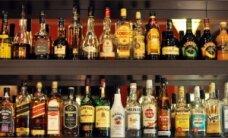 Pernai labiausiai brango alkoholis ir cigaretės, pigo – drabužiai ir avalynė