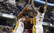 """NBA: """"Cavaliers"""" išplėšė pergalę po pratęsimo, """"Spurs"""" nepralaimi namie"""