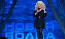 Pastebimai atjaunėjusi Ala Pugačiova vėl puošiasi trumpomis suknelėmis