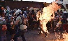 Per protestus Venesueloje padegtas žmogus