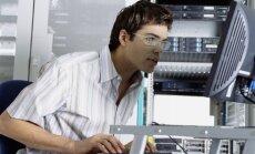 IT specialistas dirba serverinėje