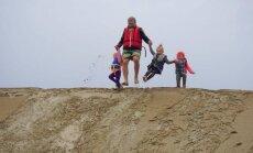 JAV gyvenanti lietuvių pora į kelionę po pasaulį su dviračiais leidosi su 11 mėnesių dukra