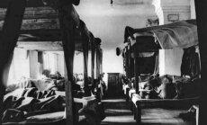 """Kaliniai miegodavo ant paprastų """"narų"""" (gultų), moterų barakas Vorkutoje"""
