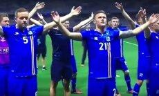 Islandijos futbolininkai švenčia pergalę
