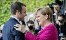 A. Merkel linkusi apsvarstyti E. Macrono siūlomas euro zonos reformas