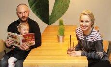 Dainė ir Donatas Baumilos su dukrele Smilte