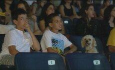 Izraelyje surengtas kino seansas šunims