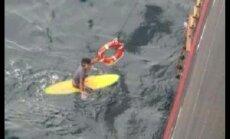 Naktį atviroje jūroje praleidęs japonas banglentininkas išgelbėtas už 6 km nuo Australijos krantų