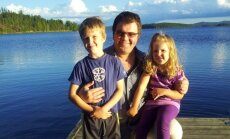 Su vaikais prie ežero