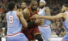 "NBA, ""Kings"" - ""Cavaliers"" mačo akimirka, link krepšio veržiasi LeBronas Jamesas"