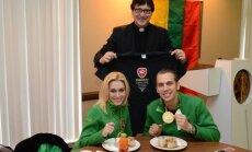 Isabella Tobias bei Deividas Stagniūnas mini Pasaulinę cepelinų dieną