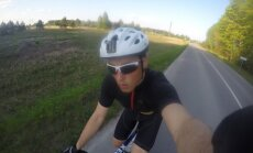 Ugniagesys gelbėtojas dviračiu keliaus aplink Lietuvą