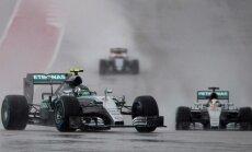 Formulės-1 automobilių lenktynės per lietų