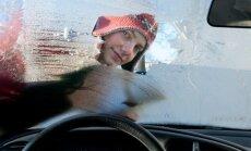 Žiemą stiklai ne tik aprasoja, bet ir apšąla