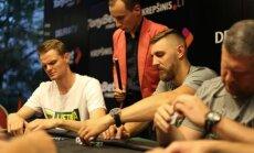 Lietuvos krepšininkai žaidžia pokerį