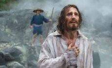 Kadras iš filmo Tyla, Liamas Neesonas