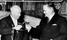 Nikita Chruščiovas taikosi su Josipu Brozu Tito