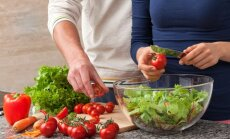 Vyras ir moteris virtuvėje