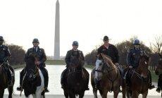 JAV vidaus reikalų sekretorius į darbą atjojo arkliu