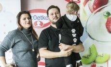 Erika ir Merūnas Vitulskiai su sūnum Ajum