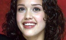 Jessica Alba. 2000-2001 m.