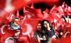 Recepo Tayyipo Erdogano galių išplėtimą palaikančios moterys