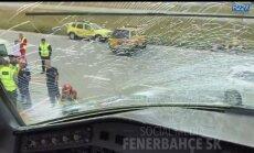 Pažeistas Fenerbahce lėktuvo stiklas