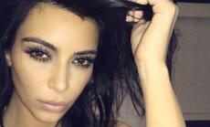 Kim Kardashian taip atrodo ryte, tik išlipusi iš lovos.