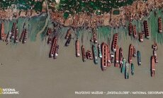 Palydovo nuotraukoje matoma 1,6 km ilgio Bangladešo pakrantės atkarpa į šiaurę nuo Čitagongo. Čia į krantą išplukdomi ir išardomi laivai iš viso pasaulio. Laivų ardykloms buvo iškirsta net 12 km mangrovių miškų. Paprastai ardykla užima ne daugiau nei ruož