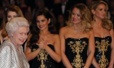 Karalienė Elžbieta II ir Girls Aloud narės