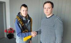 Tatjana Kozyrenko po sutarties pasirašymo
