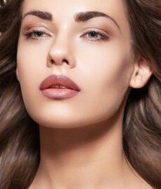 Nauja grožio tendencija - padūmavusios lūpos