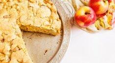 """Paprasta kaip """"du kart du"""" – purus ir sultingas obuolių pyragas"""