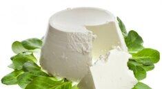 SUTAUPYKITE: už kelis centus rikotos sūrį be vargo pasigaminkite pačios