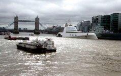 Londonas apstulbęs: Temzėje – prašmatni rusų milijardieriaus jachta