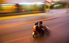 Šiauliuose automobilis rėžėsi į 17-mečio mopedą