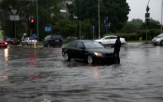 Užgesęs BMW Žalgirio gatvėje ir potvynis Jeruzalėje