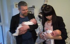 Katažina ir Deivydas Zvonkai su dvynukais