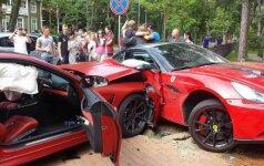 Ugniaus Kiguolio vairuojamas automobilis pakliuvo į auto įvykį