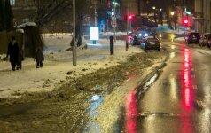 Didžiojoje šalies dalyje eismo sąlygas sunkina šlapdriba