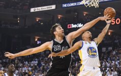 """""""Warriors"""" su K. Durantu – skambus """"Spurs"""" antausis jau pirmose rungtynėse"""