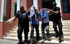 Turkijoje tęsiasi valymai: leista suimti 42 žurnalistus