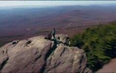 Nufilmuota bepiločio: piršlybos ant uolos viršūnės