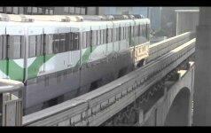 Įspūdingas sprendimas: traukinio linija – kiaurai per 19-os aukštų pastatą