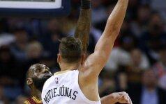 """D. Motiejūnas sužaidė rezultatyviausią mačą sezone, """"Pelicans"""" įveikė NBA čempionus"""