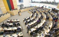 Opozicija skelbia surinkusi parašus neeilinei Seimo sesijai