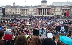 Lietuvis Londone: vyksta masiniai protestai