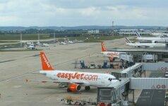 Be tėvų skrendantį paauglį išprašė iš lėktuvo ir paliko be priežiūros